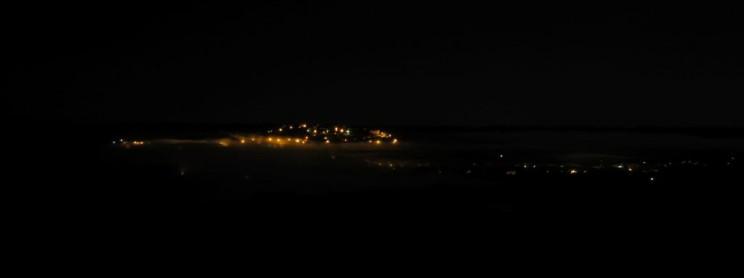 Cordes sur Ciel dans la brume de la nuit