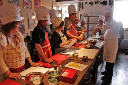 Salon du Livre de Cuisine de Cordes sur Ciel: atelier cuisine avec un chef