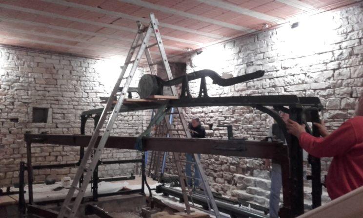 Métier à broder - Montage - Contrepoids 3 - En haut