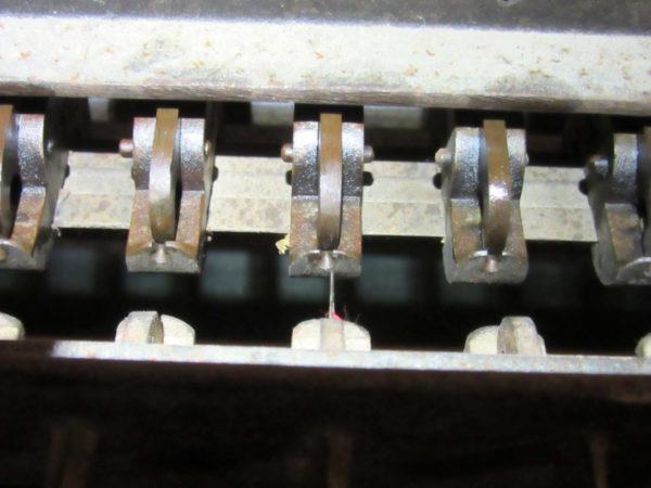 Réglage métier à broder - Mauvaise position des pinces