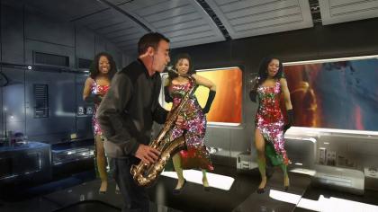 Mas que nada - Space saxophone - Danseuses brésiliennes